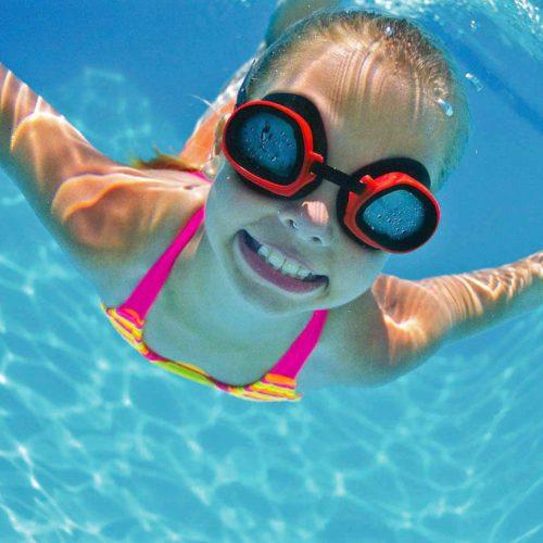 girl-swimming